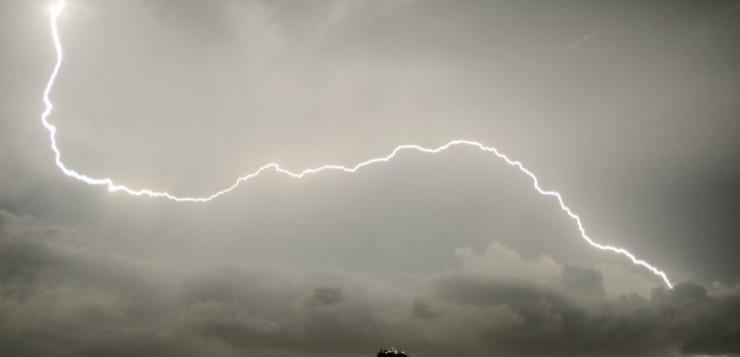 Επιδείνωση του καιρού από τη Δευτέρα –  Καταιγίδες και περίπου 6 βαθμούς πτώση της θερμοκρασίας