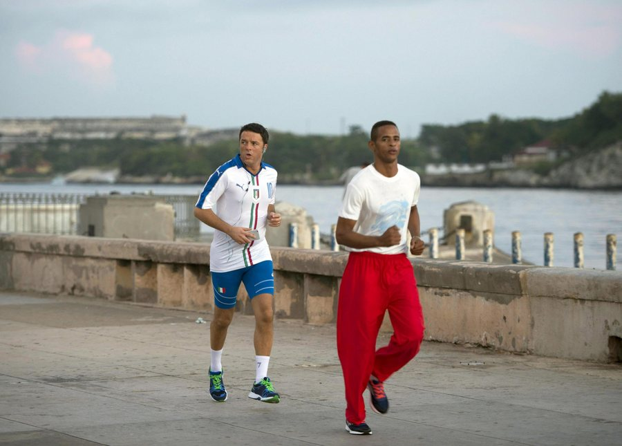 epa05000514 Italian Prime Minister Matteo Renzi (L) runs during his jogging activity, a moment of relaxation in Havana, Cuba, 28 October 2015. Renzi is on an official visit to the caribbean island.  EPA/TIBERIO BARCHIELLI / PALAZZO CHIGI / HANDOUT  HANDOUT EDITORIAL USE ONLY/NO SALES/NO ARCHIVES