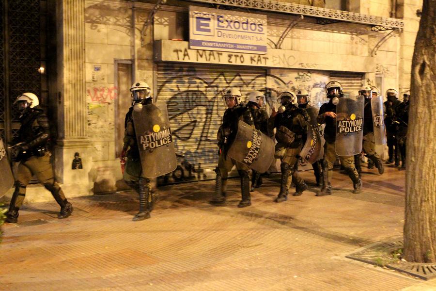 Άνδρες των ΜΑΤ στο κέντρο της Αθήνας κατά τη διάρκεια πορείας διαδηλωτών στη μνήμη του Αλέξη Γρηγορόπουλου, την Κυριακή 6 Δεκεμβρίου 2015. Επτά χρόνια συμπληρώνονται σήμερα από τη δολοφονία του Αλέξη Γρηγορόπουλου στα Εξάρχεια από αστυνομικό και για τον σκοπό αυτό διοργανώνονται πλήθος εκδηλώσεων και συγκεντρώσεων σε πολλές πόλεις της χώρας. ΑΠΕ-ΜΠΕ/ΑΠΕ-ΜΠΕ/Παντελής Σαΐτας