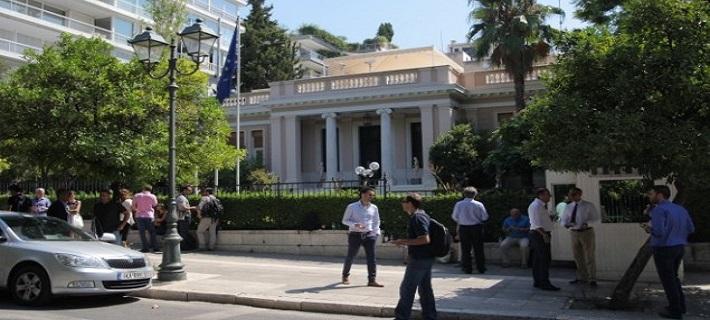 Κόντρα Κυβέρνησης – ΝΔ για τις επισκέψεις του ειδικού στις offshore στο Μαξίμου – Τι απαντά ο Κύπριος δικηγόρος