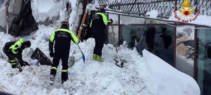 Ιταλία: Βρέθηκαν ζωντανοί έξι άνθρωποι στο θαμμένο από χιόνι ξενοδοχείο