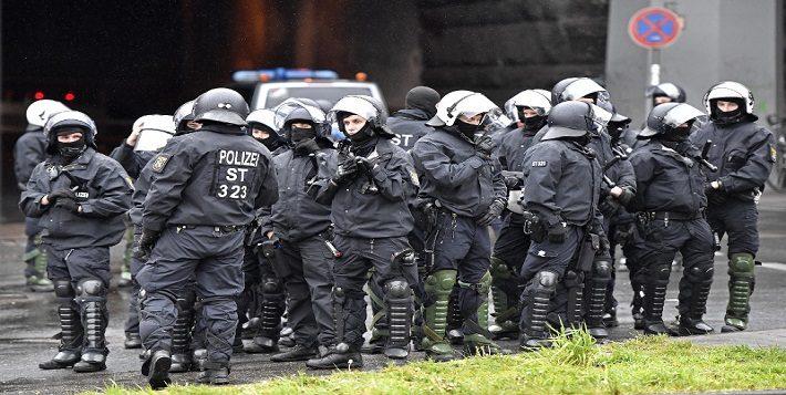Κολωνία: Επεισόδια σε διαδηλώσεις κατά του ακροδεξιού AfD (εικόνες)