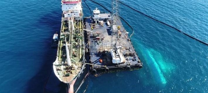 Το δεξαμενόπλοιο «Siros» ξεκίνησε την απάντληση των πετρελαιοειδών
