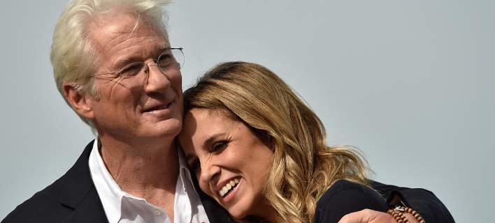 Πατέρας στα 68 του ο Ρίτσαρντ Γκιρ- Εγκυος η 33χρονη σύζυγός του