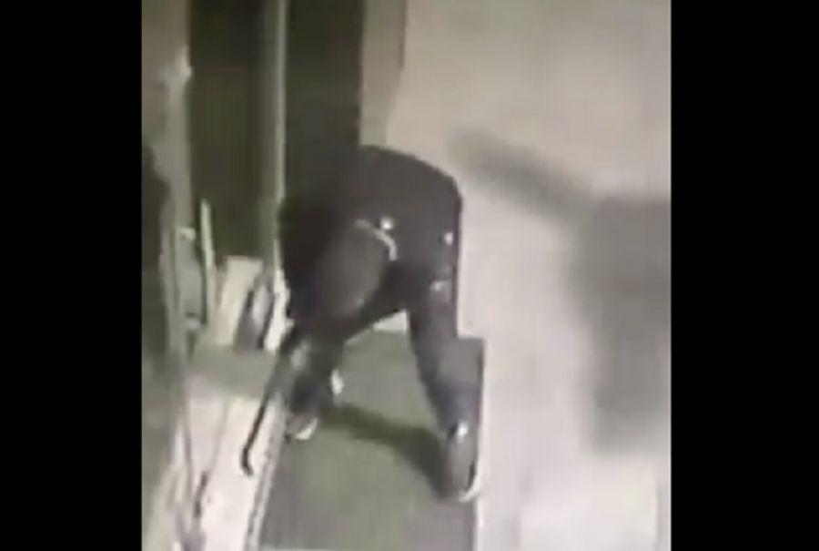 4478de5a1c Oι διαρρήκτες αδειάζουν κατάστημα στο Ωραιόκαστρο