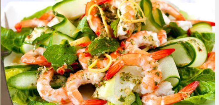 Η συνταγή της ημέρας: Δροσερή σαλάτα με γαρίδες και ντρέσινγκ